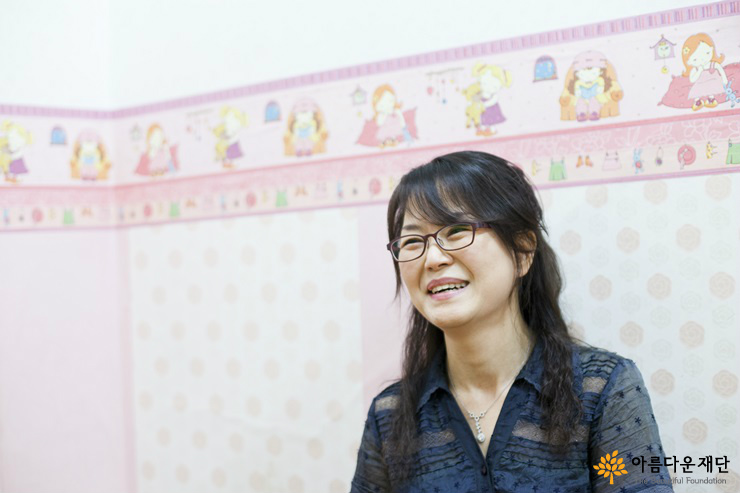 계명피아노학원 김서연 원장이 활짝 웃고 있다.